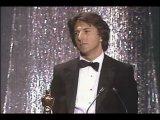 Дастин Хоффман получает Оскар за лучшую мужскую роль в фильме